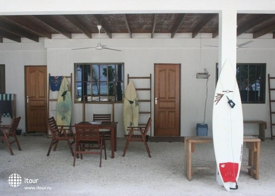 Thulusdhoo Surf Camp 3
