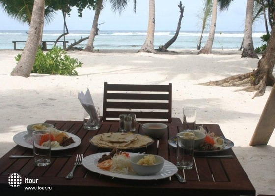 Thulusdhoo Surf Camp 9