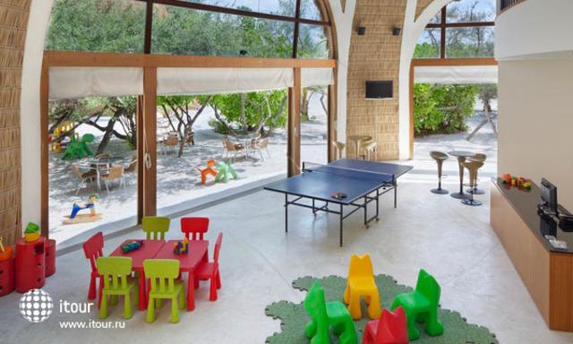 Huvandhumaa Inn 2