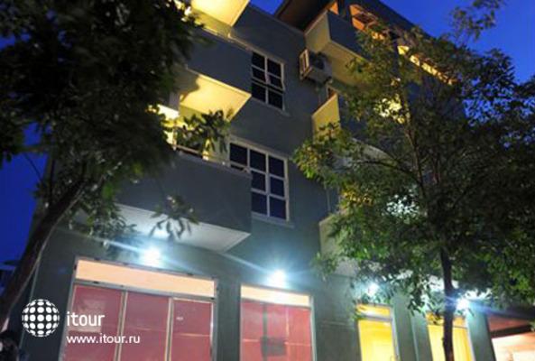 Huvandhumaa Inn 1