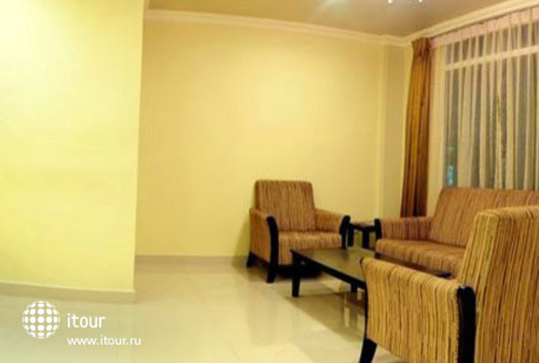 Huvandhumaa Inn 5