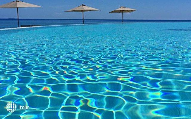 Furaveri Island Resort & Spa 5