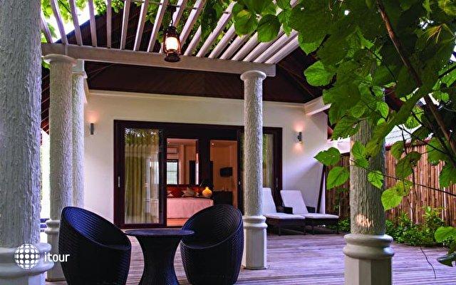 Furaveri Island Resort & Spa 9