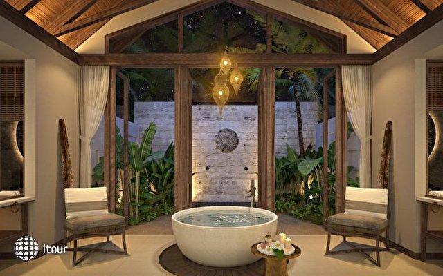 Furaveri Island Resort & Spa 10