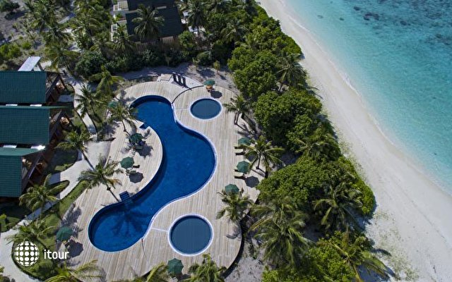 Furaveri Island Resort & Spa 4