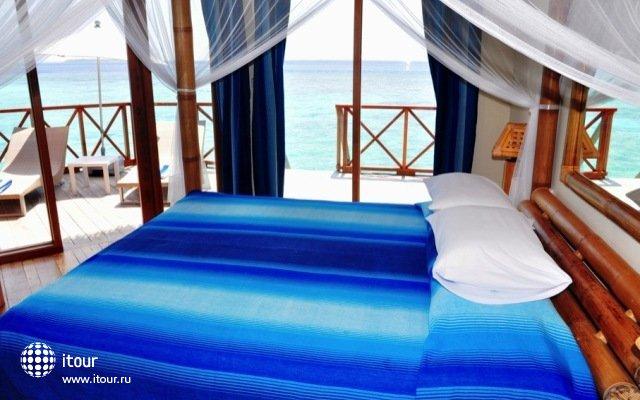Angaga Island Resort & Spa 5