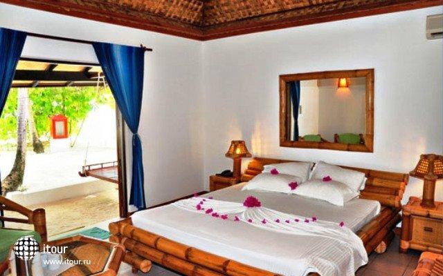 Angaga Island Resort & Spa 9