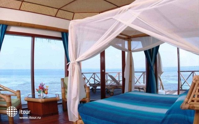 Angaga Island Resort & Spa 3