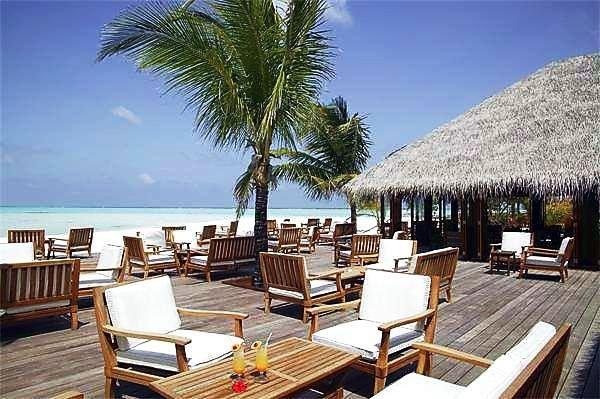 Vilamendhoo Island Resort 9