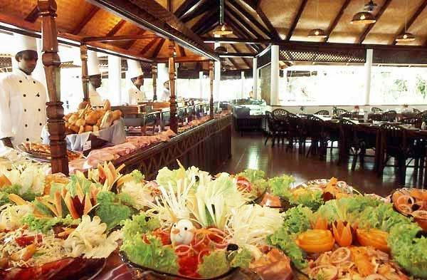 Vilamendhoo Island Resort 10