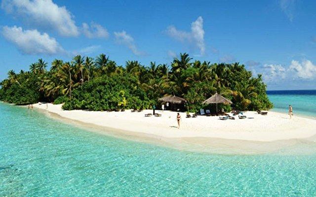 Vilamendhoo Island Resort 1