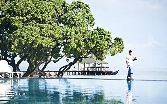 Adaaran Select Meedhupparu Island Resort 5