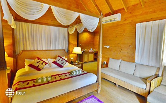 Fihalhohi Island Resort 8