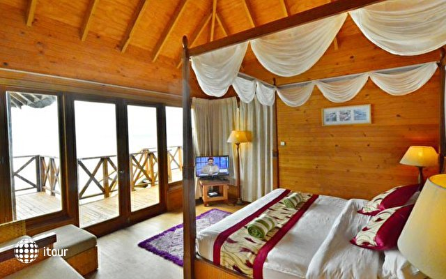 Fihalhohi Island Resort 7
