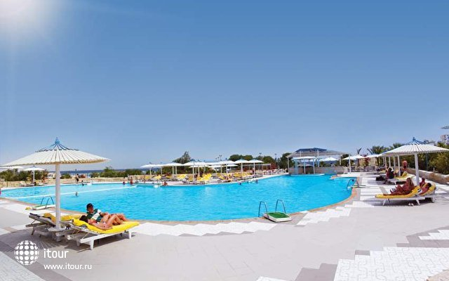 Coral Beach Resort (ex. Coral Beach Rotana Resort) 1