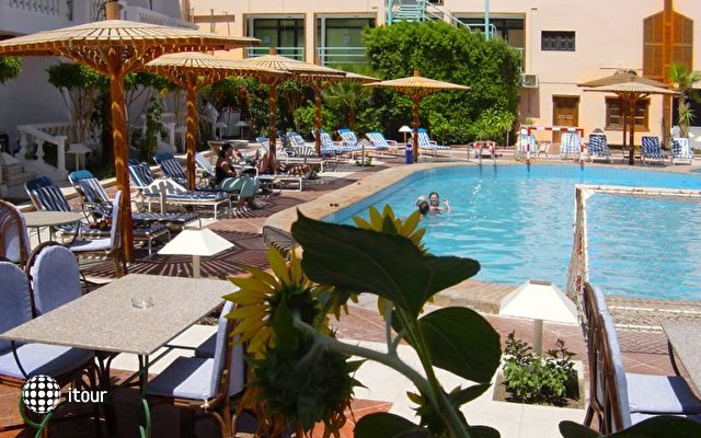 Zak Royal Wings Hotel 5