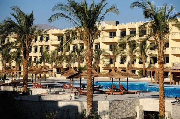 Amwaj Blue Beach Resort & Spa 10