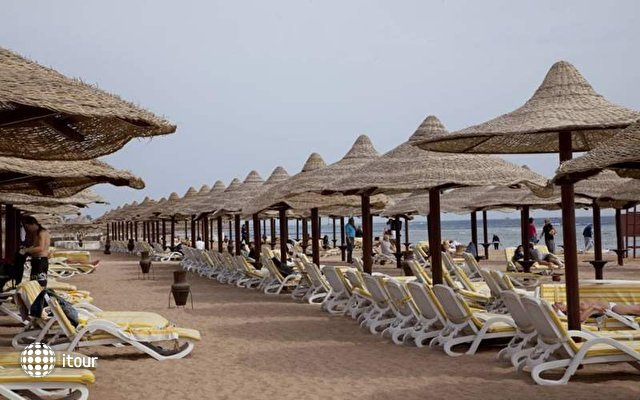Coral Beach Resort Montazah 10