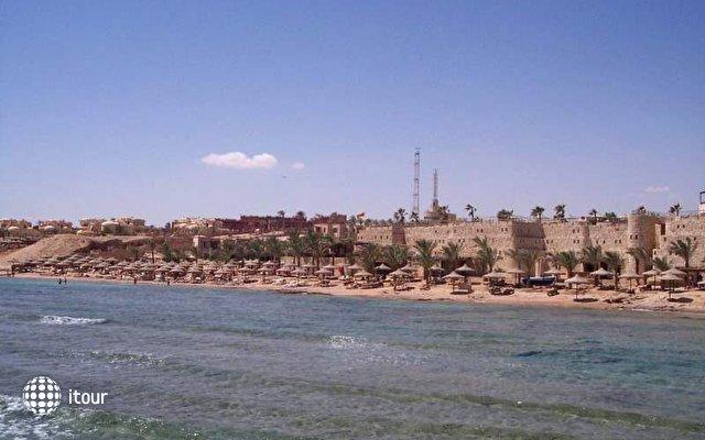 Tamra Beach Resort 9
