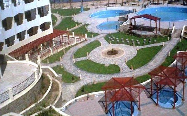 Aquamarine Sun Flower Resort 6