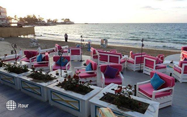 Paradise Beach Resort 8