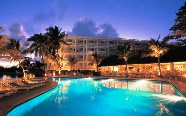 Merville Beach Hotel 8