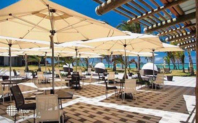 Crystals Beach Resort & Spa 8