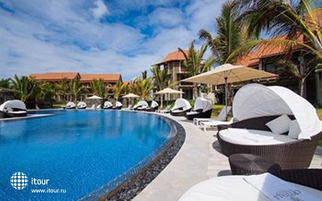 Crystals Beach Resort & Spa 2