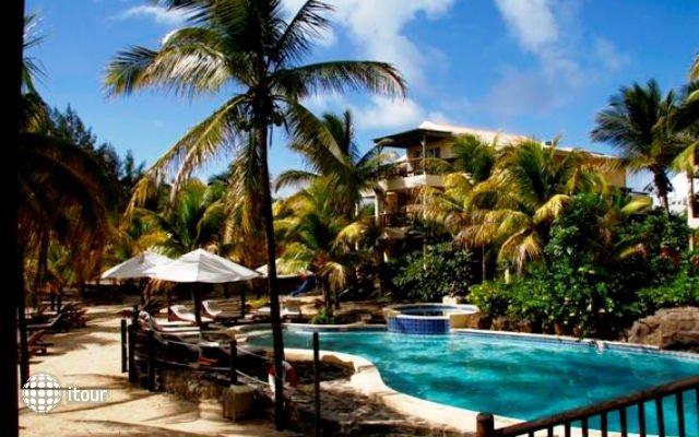 Hibiscus Beach Resort & Spa 4