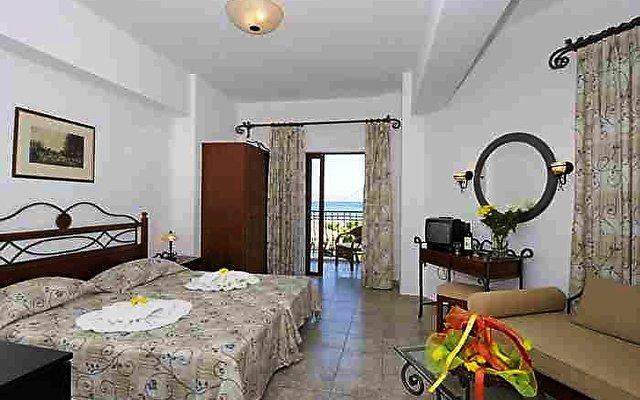 Almyrida Beach Hotel & Studios 2