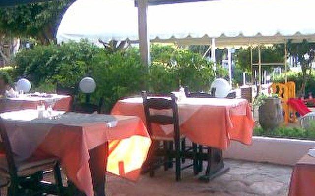 Ormos Hotel 4