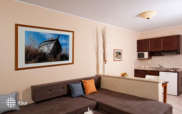 Manos Maria Hotel & Apartments 8