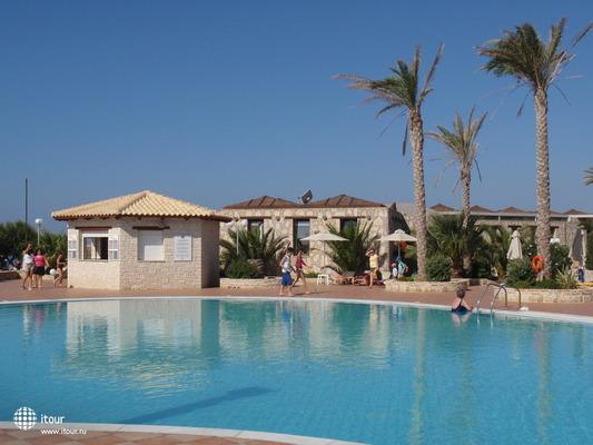 Ostria Beach Hotel 4