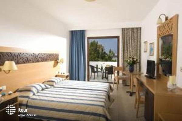 Maritimo Beach Hotel 8