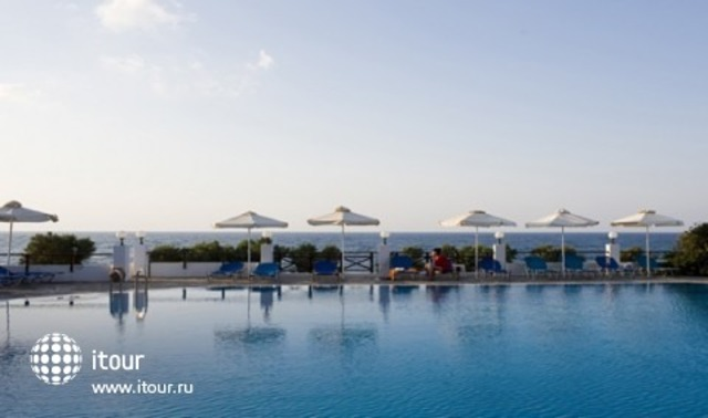 Maritimo Beach Hotel 10