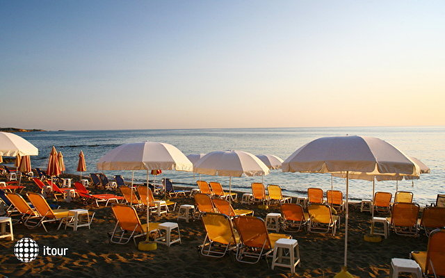 Evelyn Beach Hotel 2