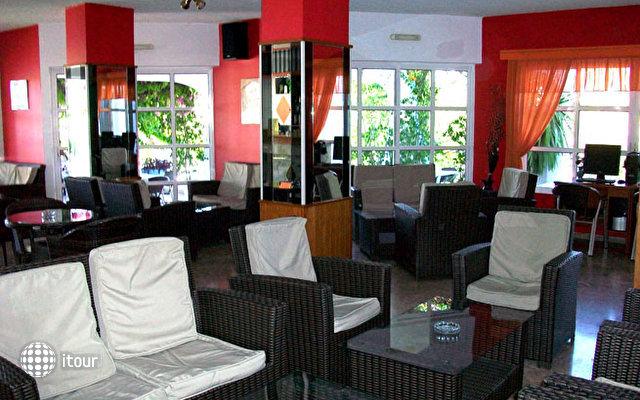 Nirvana Beach Hotel 9