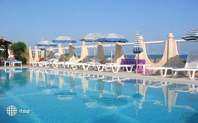 Nirvana Beach Hotel 6