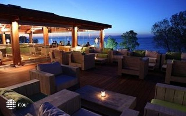Villa Di Mare Luxury Suites 6