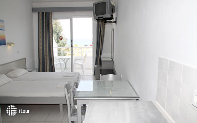 Lagonas Beach Hotel Apartments 4