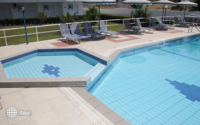 Lagonas Beach Hotel Apartments 5