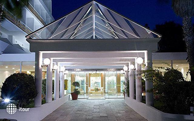 Eden Roc Resort Hotel & Bungalows 2