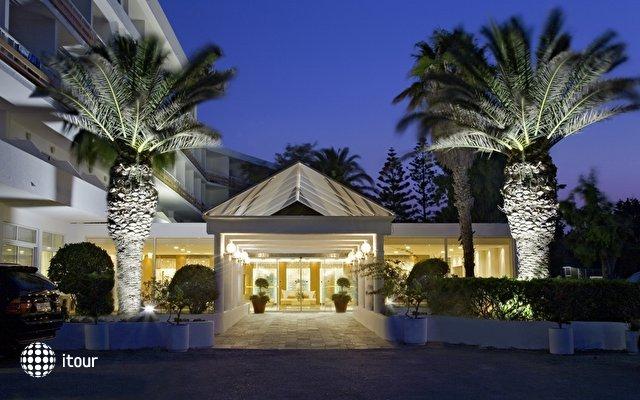 Eden Roc Resort Hotel & Bungalows 1