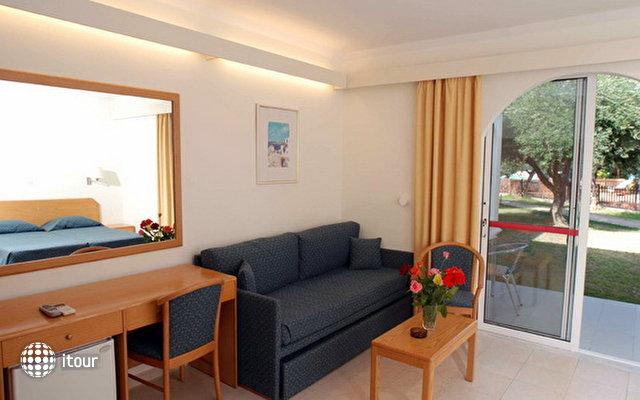 Eden Roc Resort Hotel & Bungalows 4