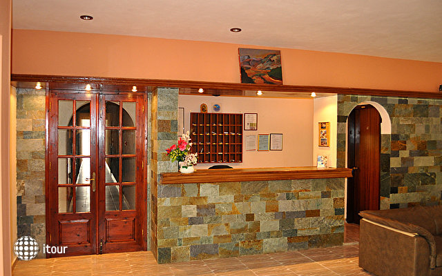 Karavos Hotel Apartments 3
