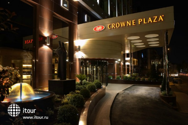 Crowne Plaza 5