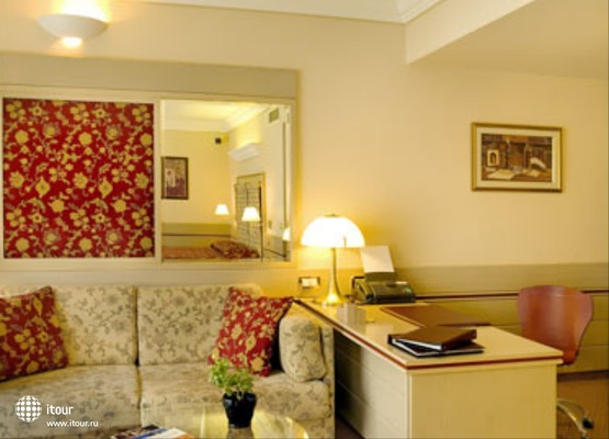 Holiday Suites 7