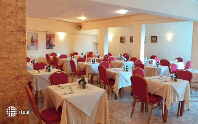 Yannis Hotel 9