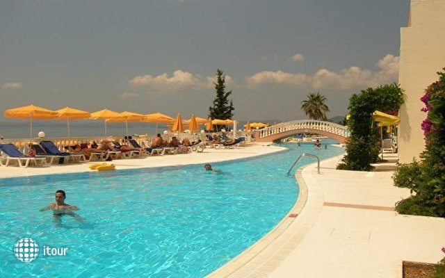 Sunshine Corfu Hotel & Spa 4