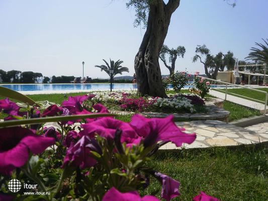 Elea Beach 4